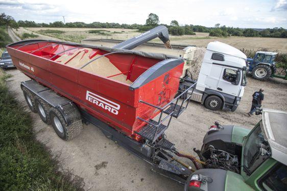TTR46 unloading wheat