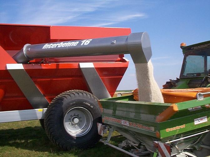 TTR18 loading fertilizer